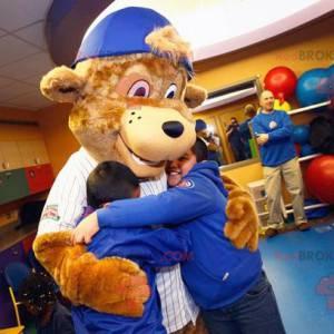 Bruine beer mascotte met een pet - Redbrokoly.com