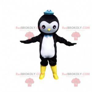 Mascota de pingüino blanco y negro con un sombrero azul -