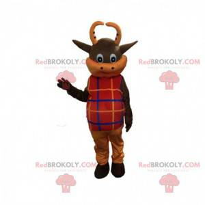 Mascota de vaca marrón y naranja vestida de rojo -