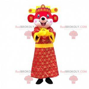 Mascotte del mouse rosso vestita in abito asiatico colorato -