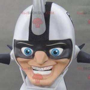 Stor maskot med hjelmhoved med pigge på hovedet - Redbrokoly.com