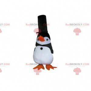 Mascotte pinguino in bianco e nero con un grande cappello nero