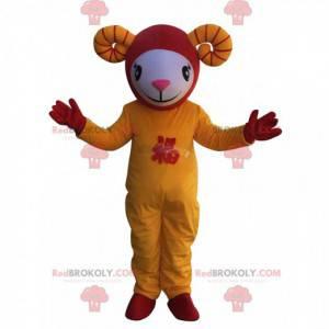 Mascote ovelha branca, amarela e vermelha em trajes asiáticos -