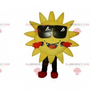 Lächelndes Sonnenmaskottchen und seine Sonnenbrille -