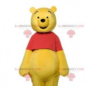 La mascotte di Winnie the Pooh e la sua maglietta rossa -