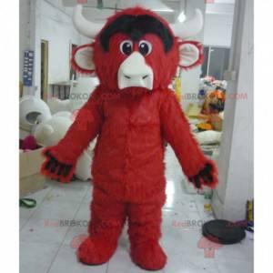 Mascote touro búfalo vermelho e preto todo peludo -