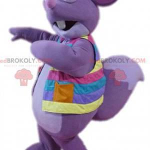 Mascote do esquilo roxo com sua jaqueta multicolorida -