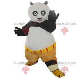 Mascote Po, personagem do Kung Fu Panda com shorts bege -
