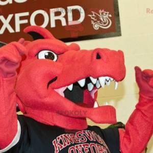 Mascote dragão vermelho e preto em roupas esportivas -