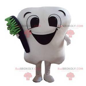 Nettes weißes Zahnmaskottchen mit seiner schwarzen Zahnbürste -