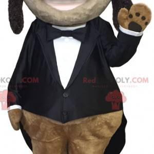Fröhliches Dackelmaskottchen im eleganten schwarzen Kostüm -