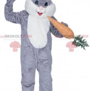 Šedý a bílý králičí maskot s gurmánskou mrkví - Redbrokoly.com