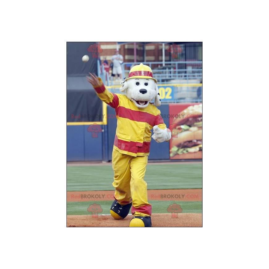 Šedý pes maskot oblečený v hasičské oblečení - Redbrokoly.com