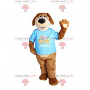Zabawna brązowa maskotka psa z niebieską koszulką -