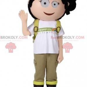 Piccola mascotte avventurosa della ragazza con il suo zaino -