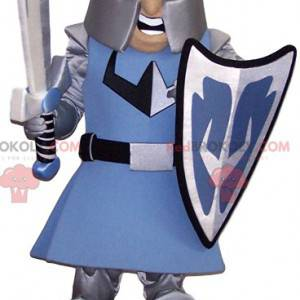 Mascotte minaccioso cavaliere con la sua armatura -