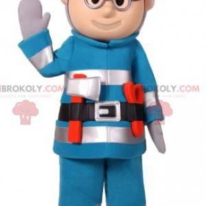 Bau Schneemann Maskottchen in blauen Arbeitskleidung -