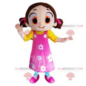 Flirtende lille pige maskot med en smuk lyserød kjole -