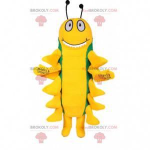Mascot oruga amarilla y verde demasiado divertido -