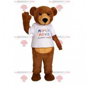 Bärenmaskottchen mit seinem weißen T-Shirt berühren -