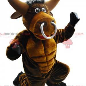 Mascota del toro con un gran anillo en el hocico. -