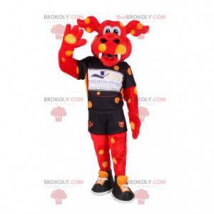 Mascota de ternera roja con puntos amarillos en ropa deportiva