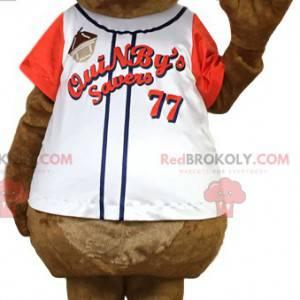 Brązowy szczur maskotka w sportowej koszulce. Kostium szczura -