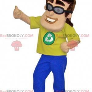 Maskotmann med gul t-skjorte og gjenvinningslogoen -