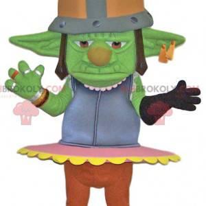 Maskottchen grüner Troll mit einem Metallhelm. Trollkostüm -
