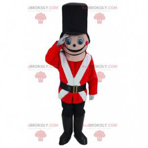 Růžový voják maskot oblečený v červené, bílé a černé barvě -