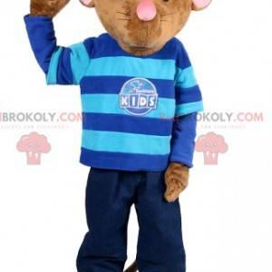 Brązowa mysz maskotka w dżinsach i swetrze w paski. -
