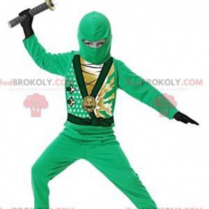 Guerriero ninja verde mascotte con la sua spada. -
