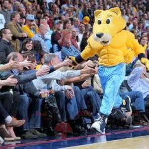Velmi svalnatý žlutý pes tygří vlk maskot - Redbrokoly.com