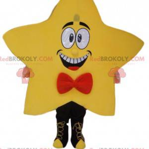 Gelbes Sternmaskottchen mit einem roten Schmetterlingsneud -