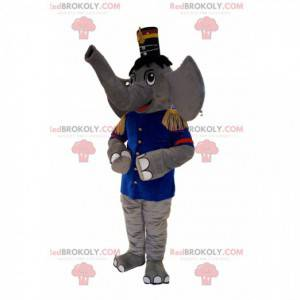 Grijze olifant mascotte in fanfare-outfit, met een hoed -