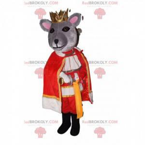 Grå musemaskot med en gylden krone og et kongeligt kostume -