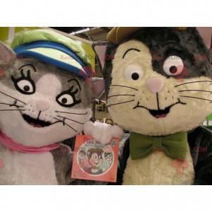 2 Katzenmaskottchen, eines grau und weiß, das andere braun und