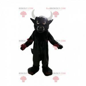 Mascota de toro negro travieso con grandes cuernos blancos. -