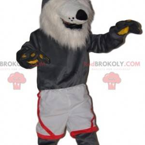 Mascotte lupo grigio molto allegra con pantaloncini bianchi -