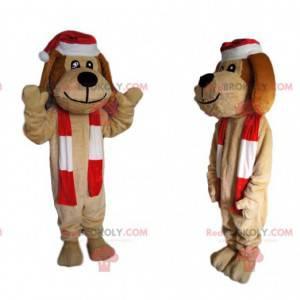 Fröhliches beige Hundemaskottchen mit einer Weihnachtsmütze -