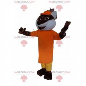 Mascote raposa marrom com uma roupa amarela e laranja -