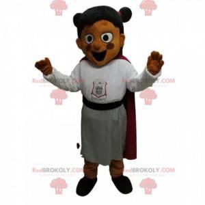 Mała dziewczynka maskotka z bardzo zadowolony ze stroju