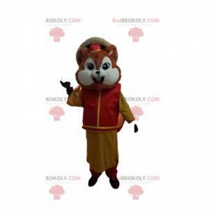 Pequeno mascote esquilo com roupa tradicional asiática -