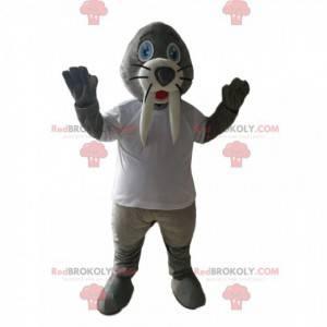 Mascotte di tricheco grigio con una maglia bianca -