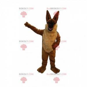 Braunes Hundemaskottchen, das mit großen Ohren droht -