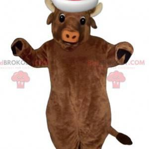 Velmi usměvavý maskot hnědé krávy s vánoční čepicí -
