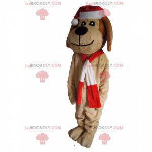 Braunes Hundemaskottchen mit einer Weihnachtsmütze -