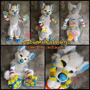 Szary, biały, niebieski i żółty pies maskotka, cała owłosiona -