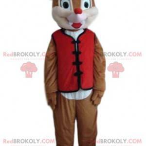 Pequeno mascote esquilo com um colete vermelho e um chapéu -