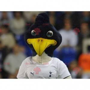 Schwarzweiss-Vogelmaskottchen in der Sportbekleidung -